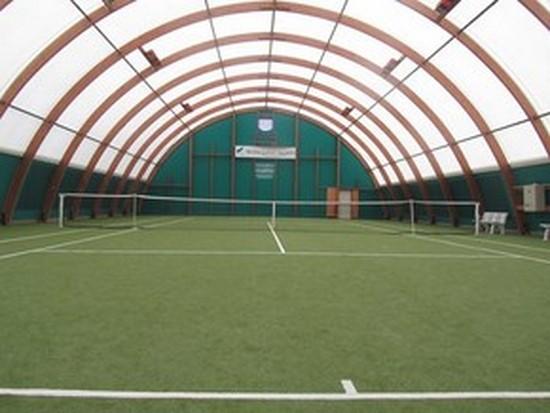 Terrain de tennis couvert de confort du Mont-Saint-Aignan Tennis Club